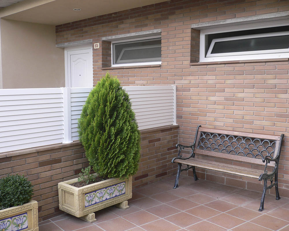 Valla vall venecia for Vallas de pvc para jardin